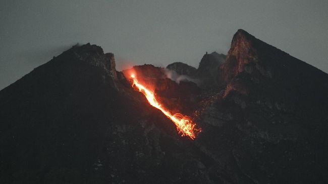 Gunung Merapi Dua Kali Luncurkan Guguran Lava