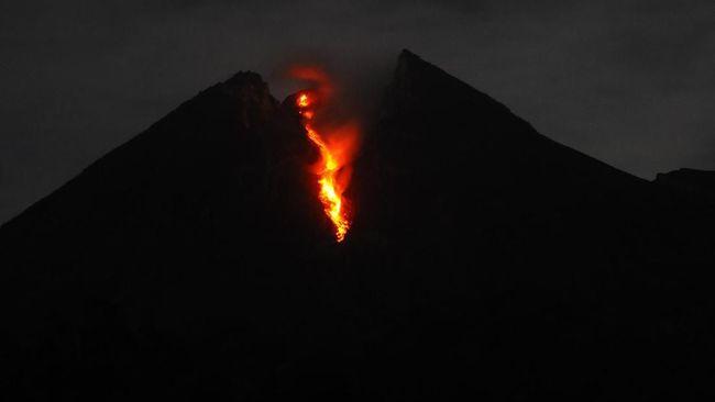 Gunung Merapi Luncurkan Lima Kali Guguran Lava