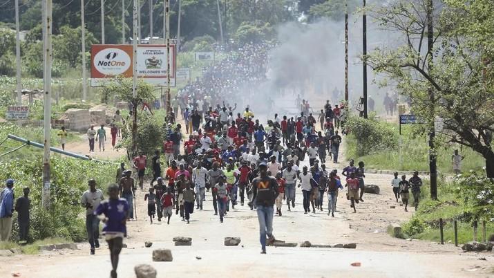 Aksi protes tersebut timbul setelah pemerintah menaikkan harga bahan bakar lebih yang mencapai 150 persen pada Sabtu 12 Januari.