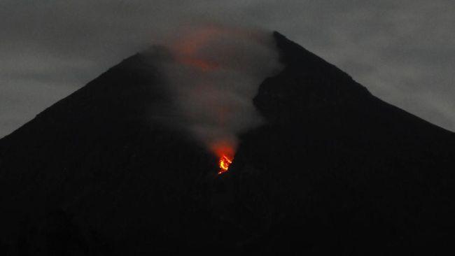 Gunung Merapi Dua Kali Gugurkan Lava ke Arah Kali Gendol