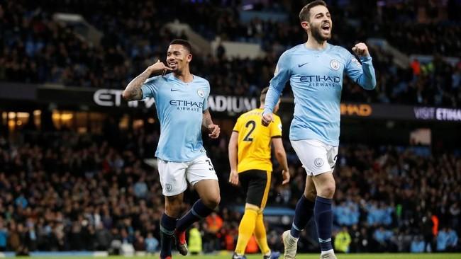 Gabriel Jesus dan Bernardo Silvaselebrasi gol. Total sudah 12 gol yang dicetak Jesus dalam delapan penampilan terakhirnya di Stadion Etihad untuk Man City. (Reuters/Carl Recine)