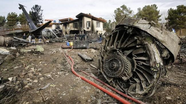 Kecelakaan terjadi karena pilot keliru saat menentukan lokasi pendaratan. (Photo by HASAN SHIRVANI / various sources / AFP)