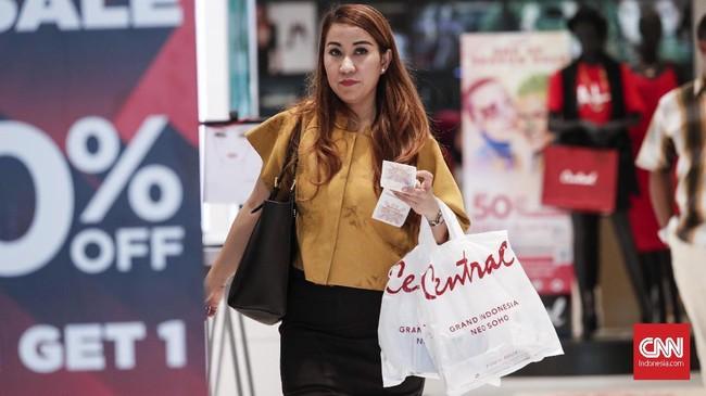 Public Relations Department Manager Central Retail Indonesia Dimas Wisnu Wardana menjelaskan kebanyakan produk yang dibanderol dengan diskon 90 persen sudah habis.(CNNIndonesia/Safir Makki)