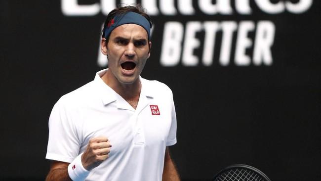 5. Petenis veteran Roger Federer jadi petenis dengan pendapatan terbesar dan duduk di posisi kelima lewat catatan US$93,4 juta [Rp1,32 triliun]. [REUTERS/Edgar Su)