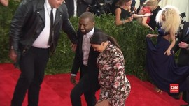 VIDEO: Kim Kardashian-Kanye West Bersiap Sambut Anak ke-4