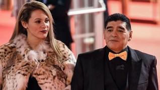 Beda 30 Tahun, Maradona Putus dari Kekasih