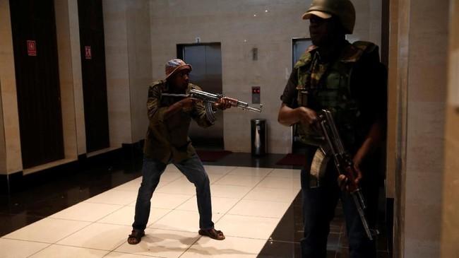 Serangan itu terjadi di kompleks hotel yang berdekatan dengan area perkantoran di kawasan elite di Riverside Drive, Westlands, Nairobi. (REUTERS/Baz Ratner)