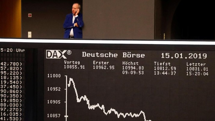 The German share prize index DAX board is photographed early afternoon on the day of the Brexit deal vote of the British parliament in Frankfurt, Germany, January 15, 2019. REUTERS/Kai Pfaffenbach