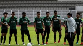 Indra Tunjuk Nova Arianto Latih Sementara Timnas Indonesia