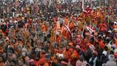 Kumbh Mela adalah sebuah festival khas India yang memakan waktu sampai delapan minggu, diikuti oleh 150 juta orang termasuk warga asing atau mereka yang datang dari luar India khusus untuk mengikuti festival. (REUTERS/Jitendra Prakash)