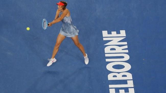 Maria Sharapova menghadapi petenis asal Swedia Rebecca Peterson di babak kedua Australia Terbuka 2019 yang berlangsung di Melbourne Park, Kamis (16/1) dini hari waktu setempat. (REUTERS/Kim Kyung-Hoon)