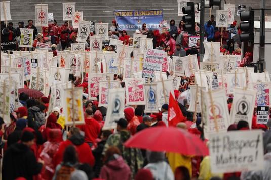 Puluhan Ribu Guru di Los Angeles Demo Tuntut Kenaikan Gaji