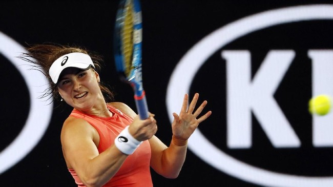Rebecca Peterson yang merupakan petenis non-unggulan tidak mampu berbuat banyak menghadapi Maria Sharapova dan kalah dalam dua set. (REUTERS/Adnan Abidi)