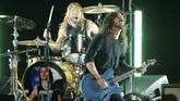 Dave Grohl yang merupakan pentolan Foo Fighters sekaligus sahabat Cornell menyayangkan ketidakhadiran sang musisi malam itu, padahal seluruh cinta berkumpul untuknya. (REUTERS/Mario Anzuoni)