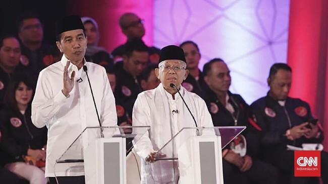 Pasangan Joko Widodo-Ma'ruf Amin saat memaparkan gagasan dan argumennya dalamdebat capres perdana2019. (CNN Indonesia/Safir Makki).