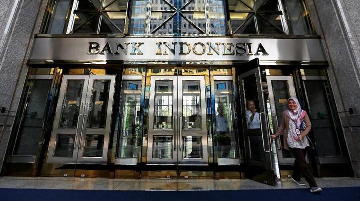 Beberapa ekonom memandang sinyal The Fed akan juga diikuti oleh Bank Indonesia (BI).