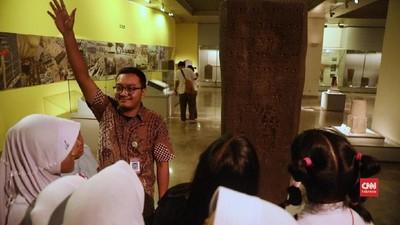 Ilmu Arkeologi Ghufron untuk Pengunjung Museum
