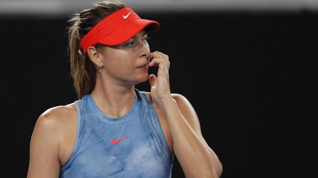Maria Sharapova akan menghadapi lawan yang lebih berat di babak ketiga setelah meraih kemenangan atas Rebecca Peterson. (REUTERS/Adnan Abidi)