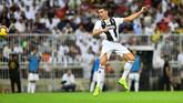 Juventus akhirnya memecah kebuntuan pada menit ke-61 melalui sundulan Cristiano Ronaldo yang meneruskan umpan lambung Miralem Pjanic. (REUTERS/Waleed Ali)