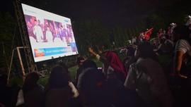 Pendukung Saling Sorak Saat Nobar di Luar Area Debat Capres