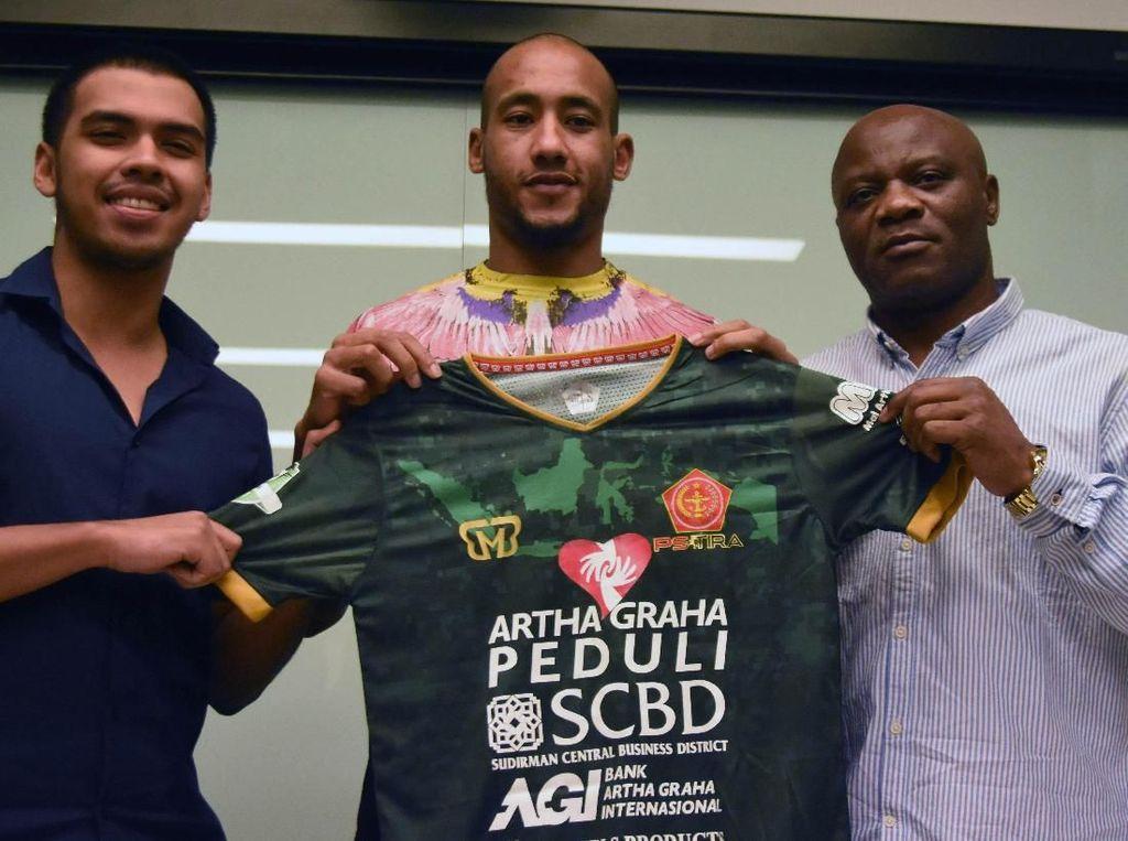 Mantan Pemain PSG Loris Arnaud Berlabuh di PS Tira