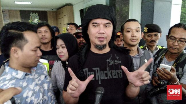 Tak Ditahan Kejari Surabaya, Ahmad Dhani Sebut Bukan Iron Man