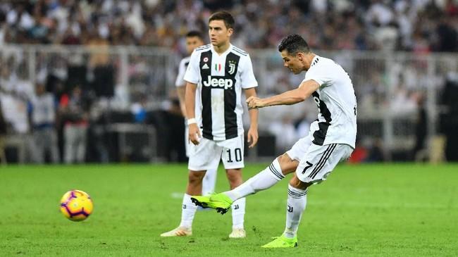 Skor 1-0 untuk Juventus bertahan hingga laga usai. Ini adalah kali kedelapan Juventus berhasil merebut gelar Piala Super Italia. (REUTERS/Waleed Ali)
