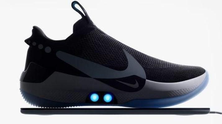 578b70d9e8c Canggih! Sepatu Nike Ini Bisa Ubah Warna   Ikat Tali Sendiri