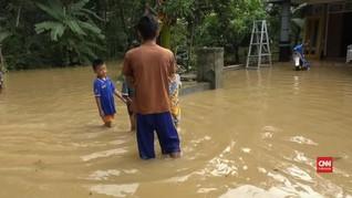 VIDEO: Banjir Cilacap, Tim Gabungan Bersihkan Sampah