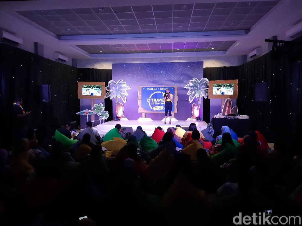 Aneka Games Meriahkan Awarding Night d'Traveler of The Year 2018