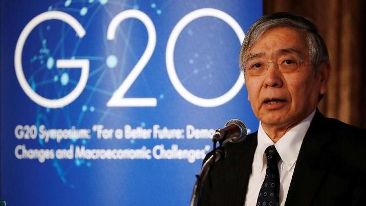 Meningkatnya proteksionisme perdagangan di seluruh dunia ancaman terbesar bagi pertumbuhan ekonomi global, menurut Gubernur Bank of Japan (BOJ) Haruhiko Kuroda.