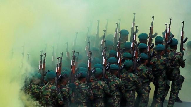Pasukan khusus Sri Lanka unjuk gigi dalam parade di Kalutara, Sri Lanka. (Reuters/Dinuka Liyanawatte)