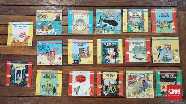 Sampai dewasa, Karina pun rajin mengoleksi Tintin. Tak segan ia membeli komik cetakan terbaru atau bahkan yang terunik, demi melengkapi koleksinya. (CNN Indonesia/Agniya Khoiri)