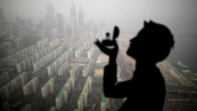 Kota Seoul yang diselimuti kabut dan asap di Seoul, Korea Selatan. (Reuters/Kim Hong-Ji)