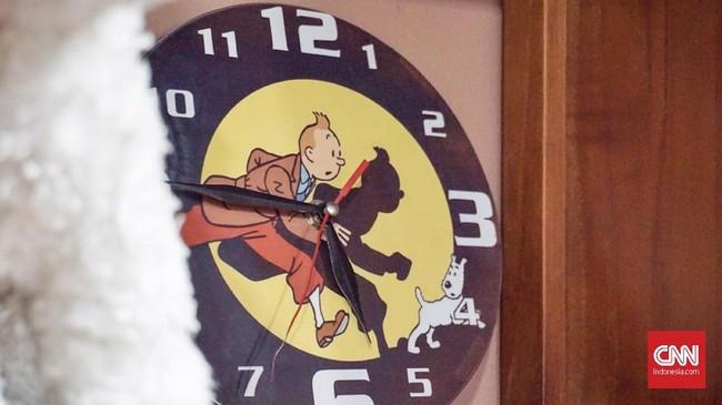 Tintin menginspirasi hidup Karina. Sejak kelas 1 SD ia sudah punya mimpi, ingin menjadi seperti Tintin. Cita-citanya pun menjadi wartawan agar bisa keliling dunia. (CNN Indonesia/Agniya Khoiri)