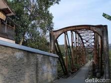Jokowi 'Hidupkan' 4 Jalur Kereta Api Jabar yang Lama 'Mati'