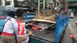 VIDEO: Bentrok Satpol PP dan PKL Tanah Abang
