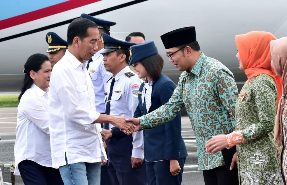 Presiden meninjau panel reaktivasi jalur kereta api Cibatu-Garut.