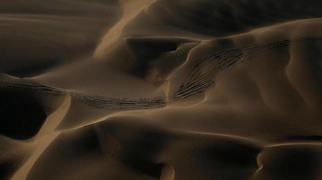 Tak seperti ajang balap kendaraan biasanya, Reli Dakar berlangsung selama dua minggu di gurun pasir di Peru.