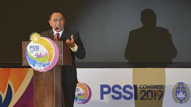 Ketua Umum PSSI Edy Rahmayadi menyampaikan pidatonya dalam pembukaan Kongres Tahunan PSSI 2019 di Nusa Dua, Bali, Minggu (20/1). Dalam pidato tersebut Edy rahmayadi menyatakan mundur dari jabatan Ketua Umum PSSI. (ANTARA FOTO/Nyoman Budhiana)
