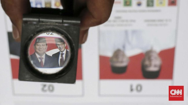 KPU memulai proses pencetakan kertas suara untuk Pemilihan Umum 2019. Kertas suara dicetak disejumlah tempat. (CNN Indonesia/Andry Novelino)