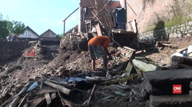 VIDEO: Banjir Bandang Mojokerto Munculkan Sampah Material