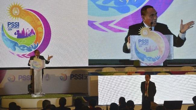 Ketua Umum PSSI Edy Rahmayadi (kiri) menyampaikan pidatonya didampingi Wakil Ketua Umum PSSI Djoko Driyono dalam pembukaan Kongres Tahunan PSSI 2019 di Nusa Dua, Bali, Minggu (20/1). (ANTARA FOTO/Nyoman Budhiana)