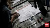 Sementara PT Gramedia, Jakarta, mencetak Surat Suara DPR RI, DPD, DPRD Provinsi dan DPRD Kabupaten/Kota sebanyak 292.019.984 lembar untuk 5 Provinsi. Proses Produksi dan Distribusi berlangsung selama 70 hari. (CNN Indonesia/Andry Novelino)