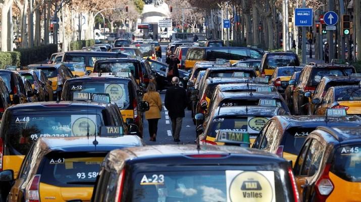 Uber mengkonfirmasi telah melakukan pemutusan hubungan kerja (PHK) pada 350 karyawan di beberapa divisi perusahaan.