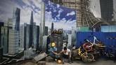 Kendati demikian, China diperkirakan bakal memangkas proyeksi pertumbuhan ekonomi tahun ini ke kisaran 6 persen dari sebelumnya sebesar 6,5 persen. (AP Photo/Andy Wong).