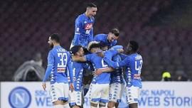 FOTO: Kalahkan Lazio, Napoli Jaga Jarak dengan Juventus