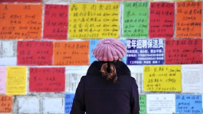 Aktivitas perdagangan lebih sepi dan angka pengangguran meningkat. (REUTERS/Stringer).