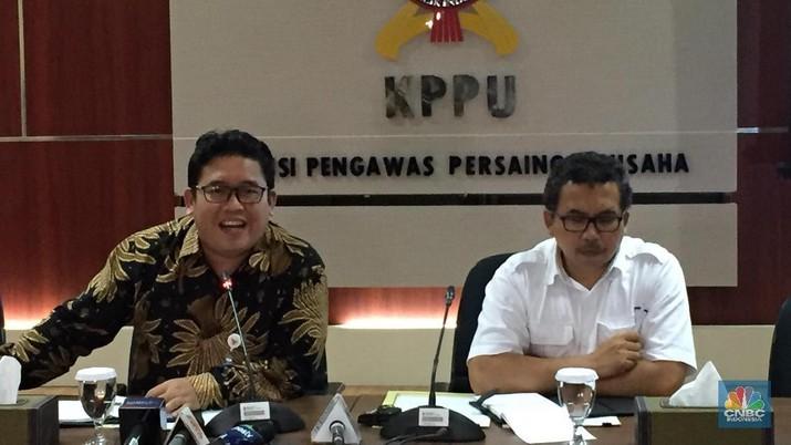 KPPU menyoroti masalah penetapan suku bunga pinjaman bersama yang dilakukan oleh P2P lending. KPPU menduga ada kartel dalam praktik ini.