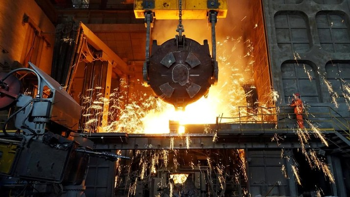 FILE PHOTO: A worker works at a furnace at a steel plant of Dalian Special Steel Co Ltd in Dalian, Liaoning province, China April 8, 2018.  REUTERS/Stringer/File Photo      THIS IMAGE HAS BEEN SUPPLIED BY A THIRD PARTY. CHINA OUT.     GLOBAL BUSINESS WEEK AHEAD